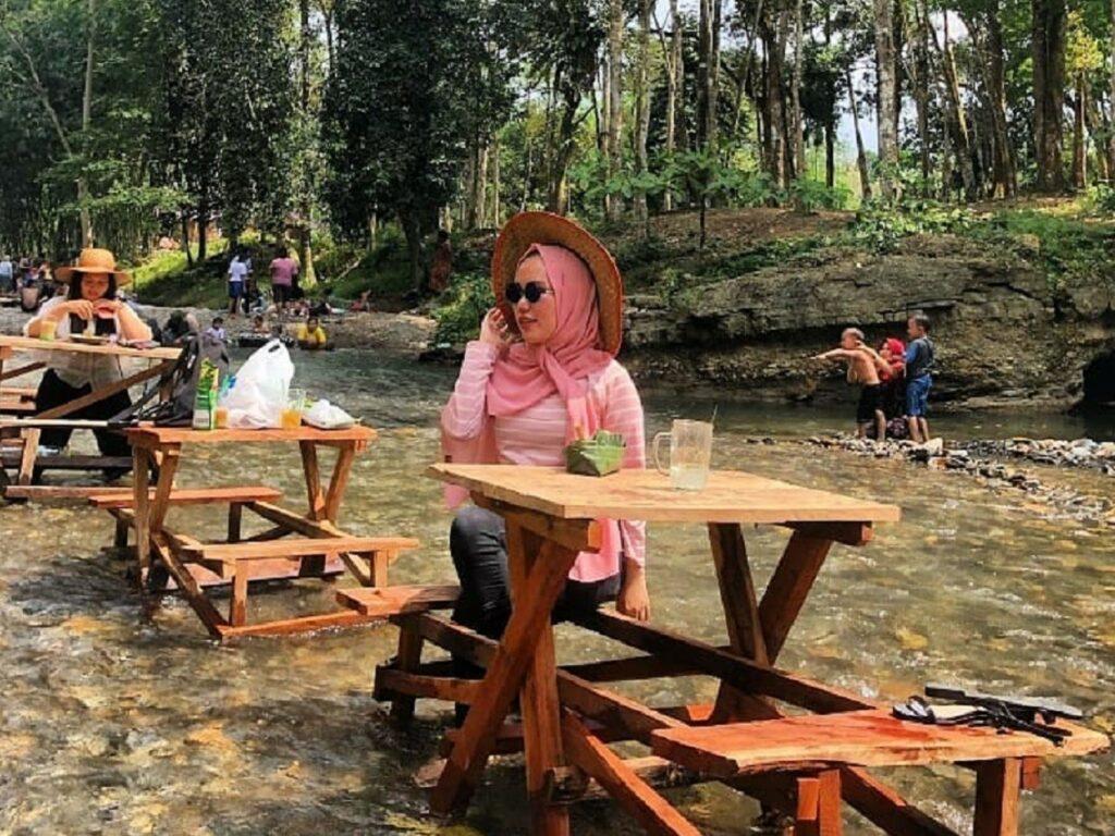 Santap Kuliner di tengah aliran Landak River Langkat Sumatera Utara - airnabontot