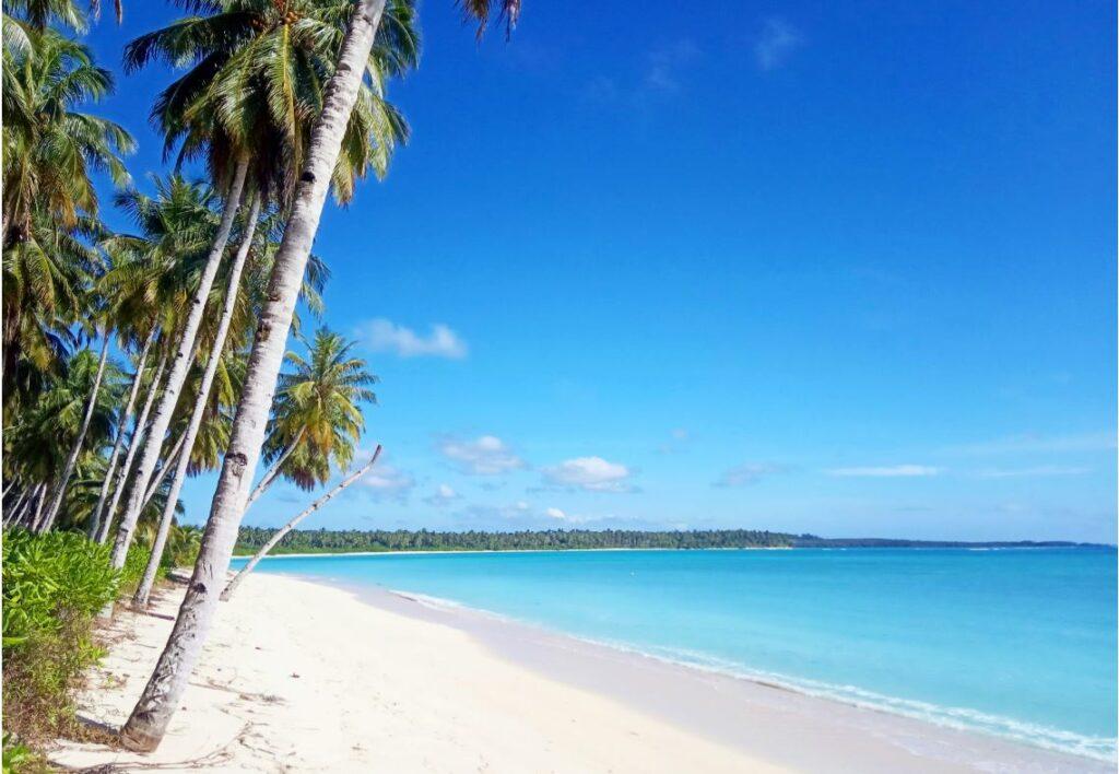 Pantai pasir putih di Kepulauan Mentawai