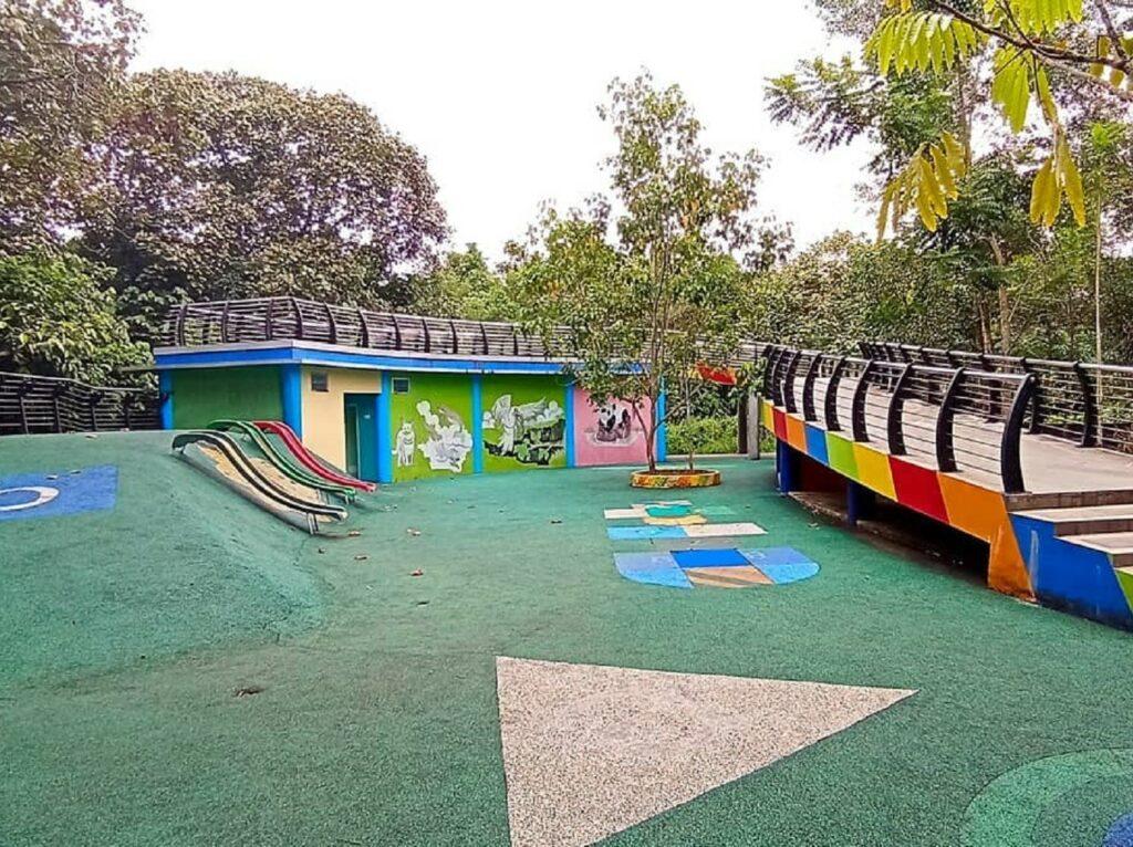 Area playground untuk anak-anak
