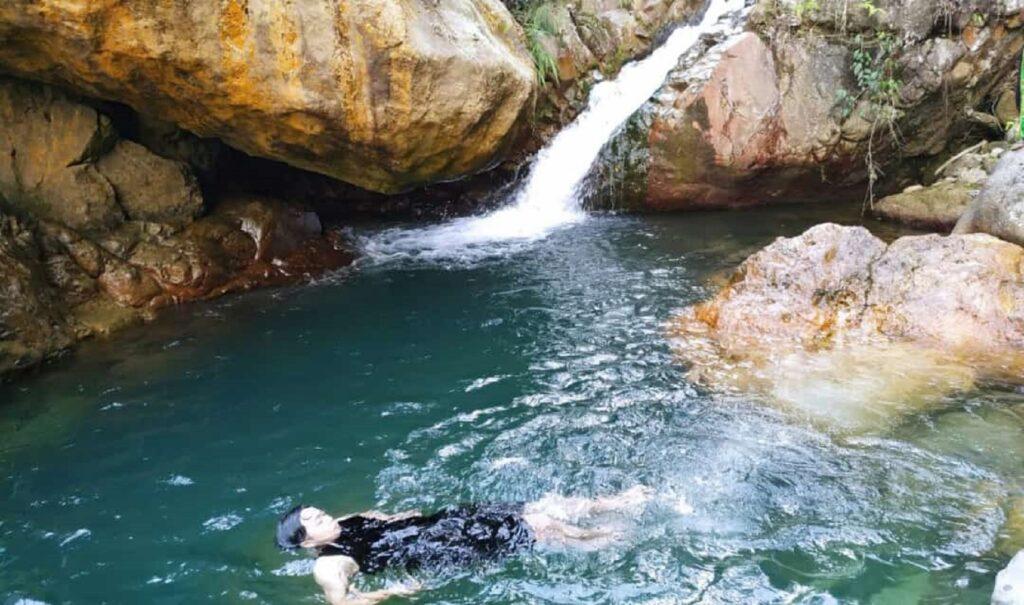 Berenang Santai di Kolam