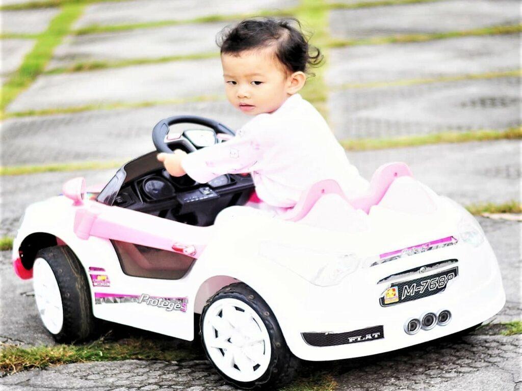 arena bermain mobil-mobilan anak