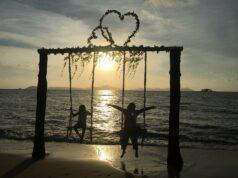 Bersantai menikmati waktu senja di Mimi Land Singkawang Bengkayang Kalimantan Barat - Diva Rahma Kamila