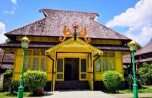 bangunan istana kesultanan sambas