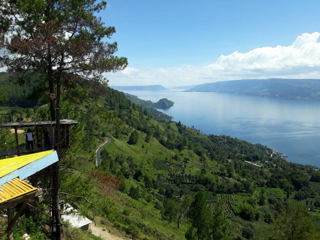 Keindahan Danau Toba dari atas Bukit Indah Simarjarunjung
