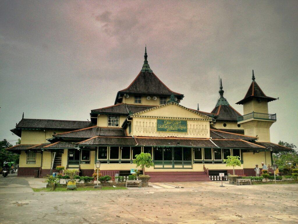 Masjid dalam kompleks Istana Kerajaan Kesultanan Sambas
