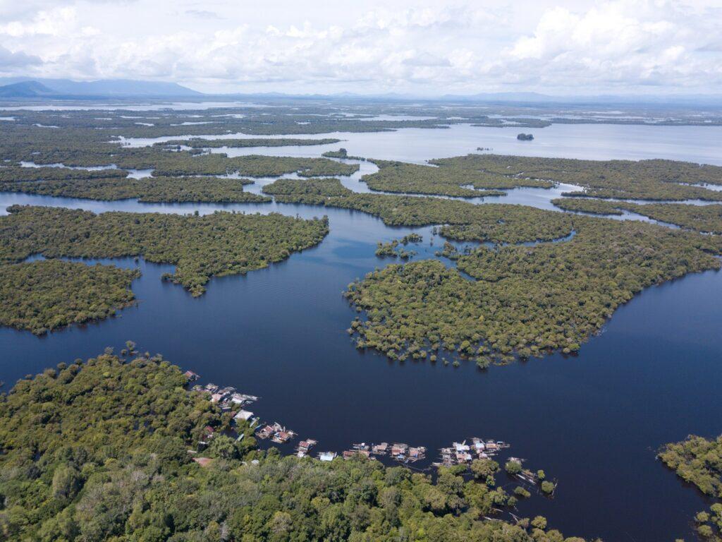 Panorama lanskap Danau Sentarum di Taman Nasional Danau Sentarum Kapuas Hulu Kalimantan Barat - uji astrono