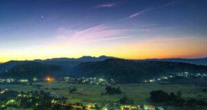 Pemandangan Malam dari atas Bukit Alesano