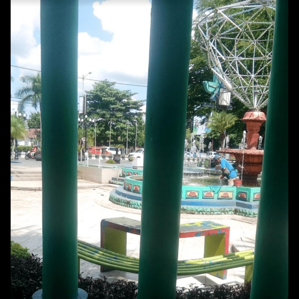 Salah satu bangku di Taman Air Mancur Minggu Raya
