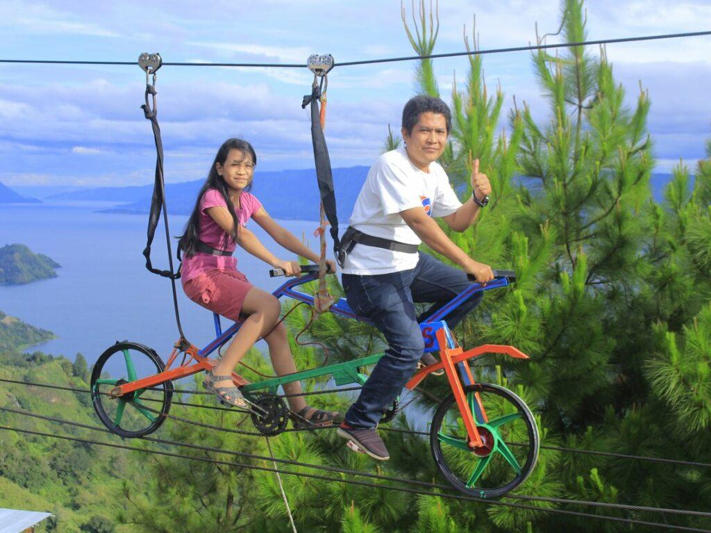 Sepeda Gantung, salah satu spot foto unik di sini