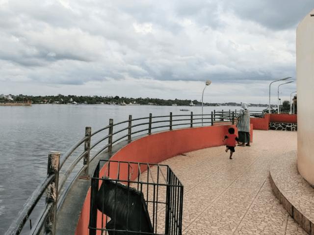Sungai Mentaya di samping Wisata Ikon Jelawat