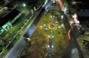 Taman Lunggi Sambas Kalimantan Barat berada di persimpangan jalan utama - SandiProduction