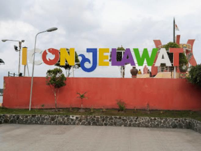 Judul tempat wisata dengan huruf warna-warni