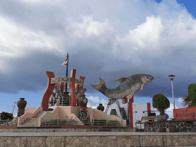 Wisata Ikon Jelawat dengan maskot patung ikan jelawat