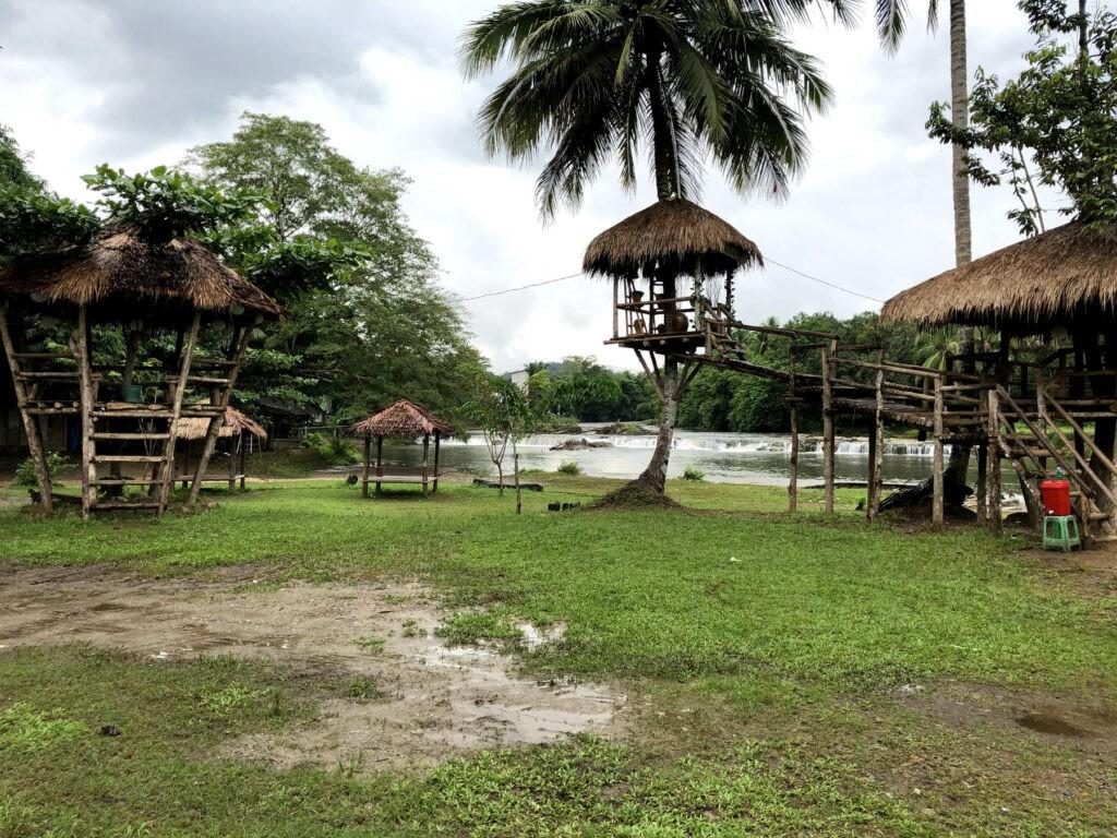 Gazebo tempat para pengunjung menikmati pemnadangan sekitar Manggasang