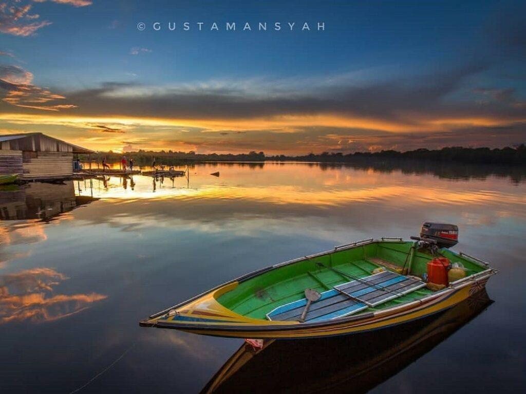 Panorama senja di perairan Taman Nasional Danau Sentarum Kapuas Hulu Kalimantan Barat - gustamansyah