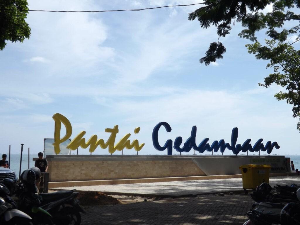 tulisan dekoratif pantai gedambaan