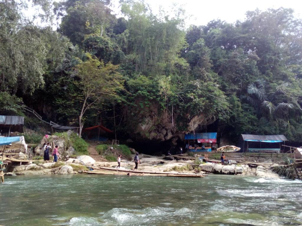 obyek wisata alam Pagat Batu Benawa yang eksotis