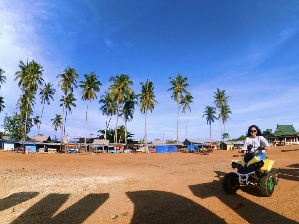 mengelilingi pantai takisung dengan ATV
