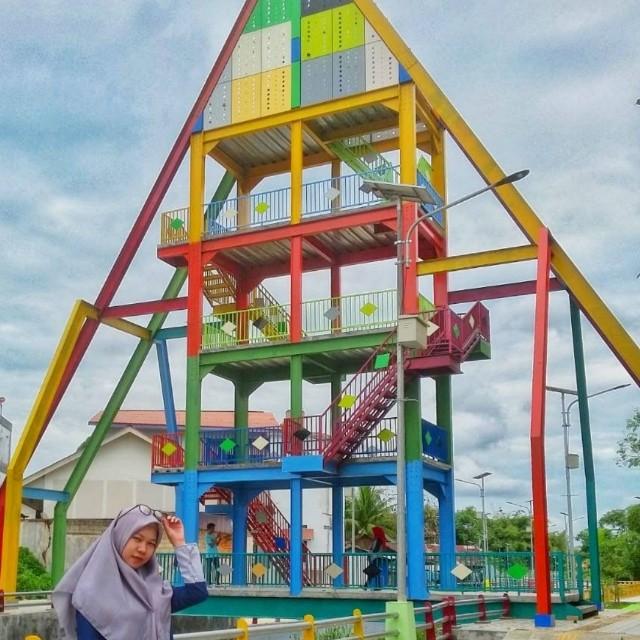 Menara Pandang 33 kampung pelangi banjarbaru