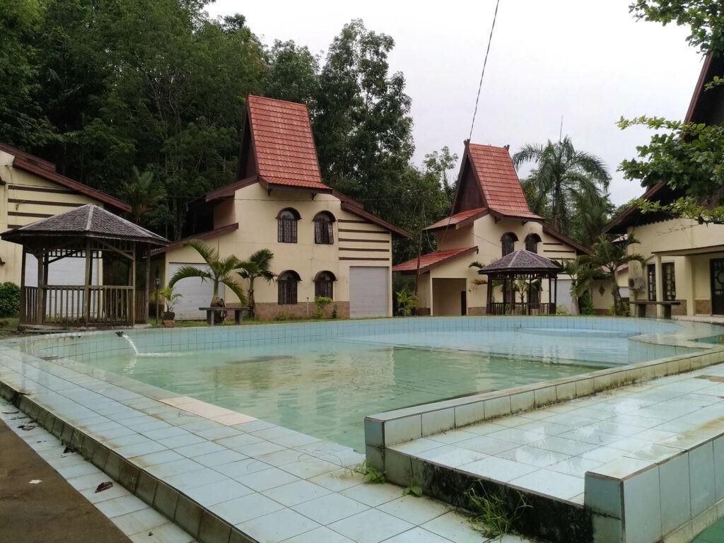 Kolam pemandian air panas Tanuhi yang menyegarkan