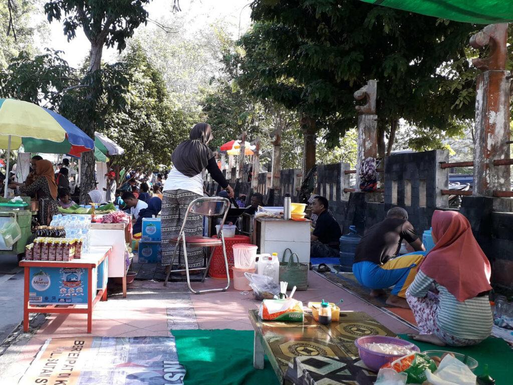 Warung-warung di sekitar Pangkalan Bun Park