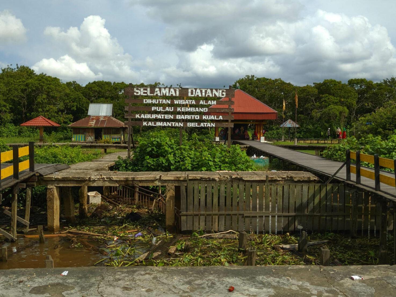 Pintu masuk pulau Kembang yang menyambut pengunjung