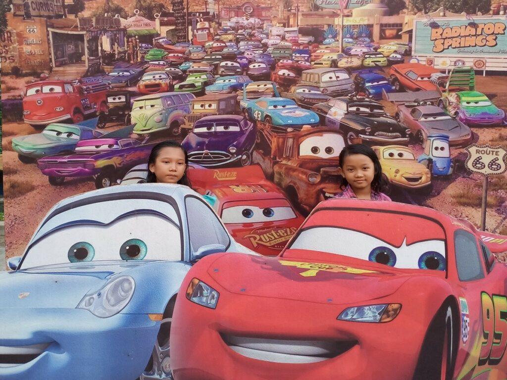 Wahana Foto 3 Dimensi bertema film kartun car