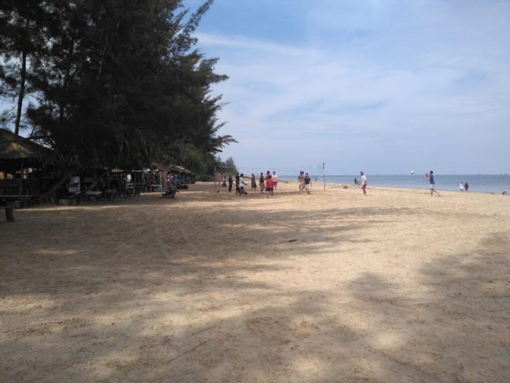 Aktivitas di Pantai Mutiara Indah