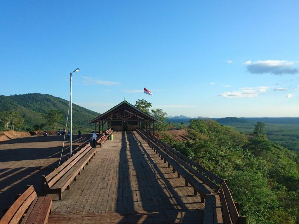 Panorama dari puncak area pegunungan