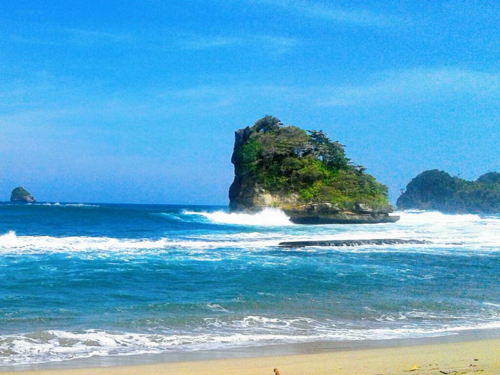 Objek wisata alam pantai ungapan
