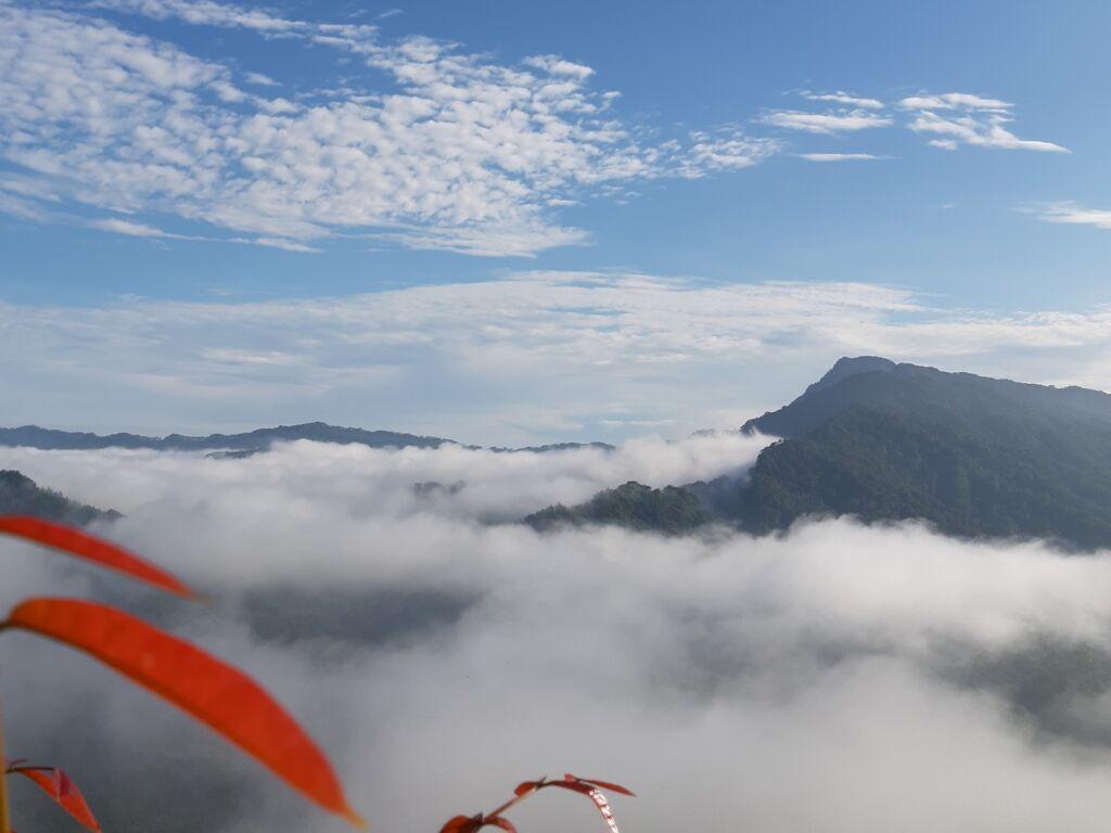 Pemandangan Negeri Atas Awan di Puncak Bangku