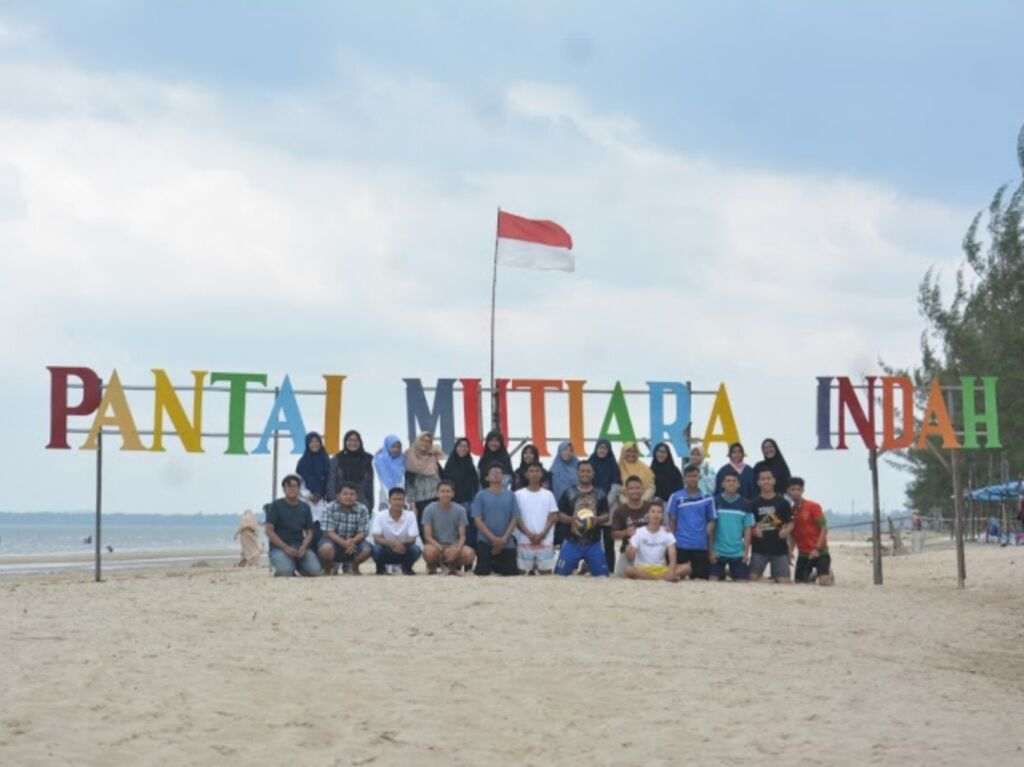Tulisan Pantai Mutiara Indah warna-warni