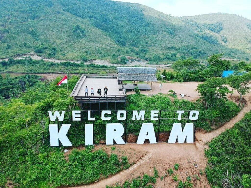 Welcome to Kiram tertulis besar di lereng bukit