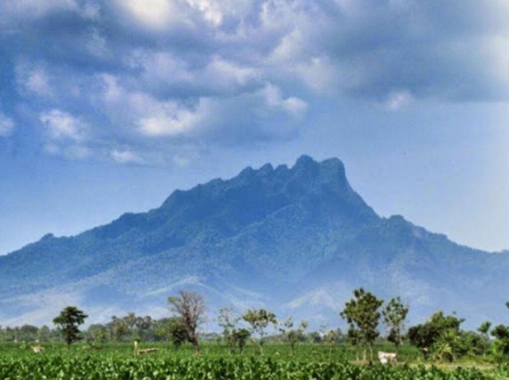 Gunung anjasmoro yang begitu megah