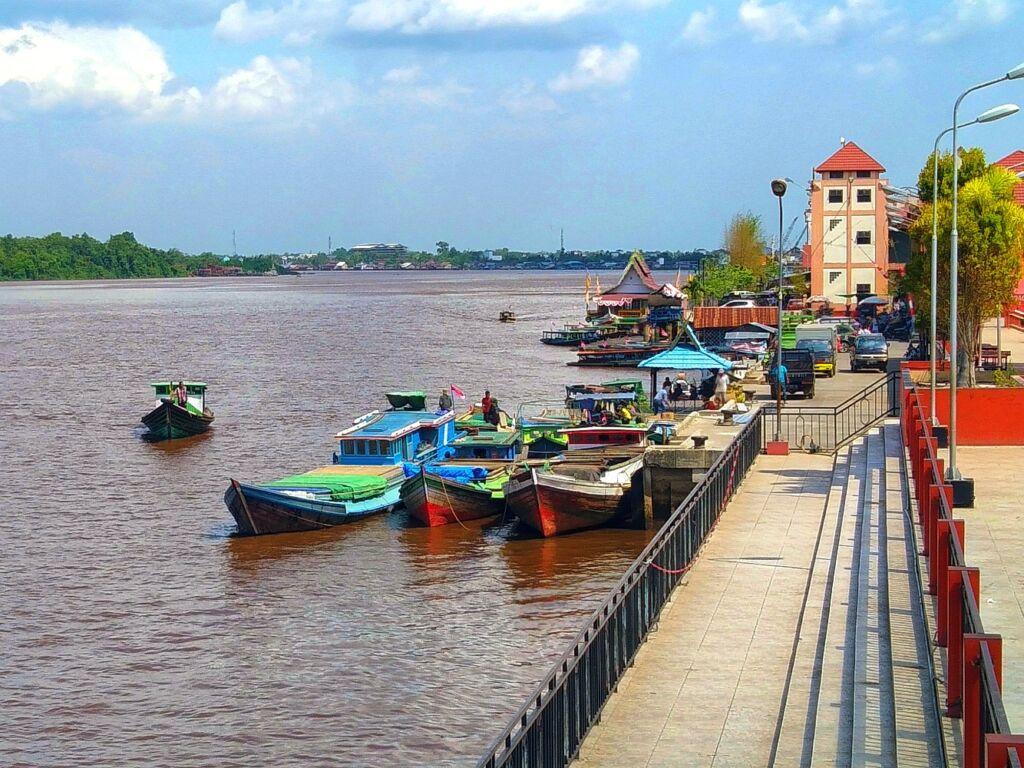 perahu wisata susur sungai