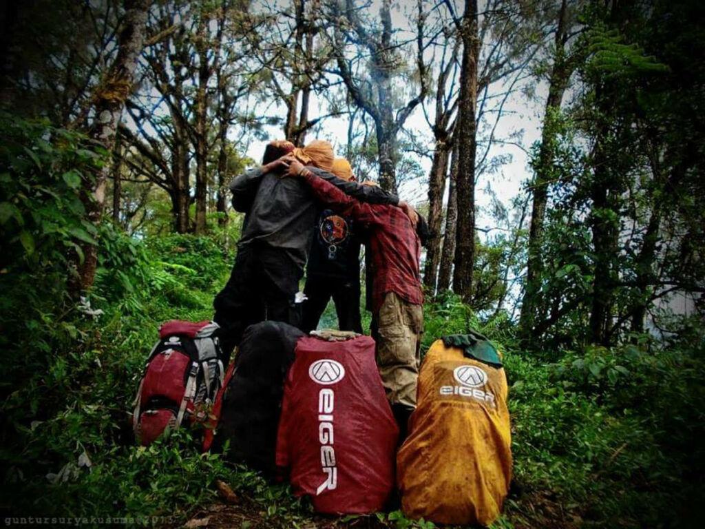 Menjelajah hutan lebat di Gunung Anjasmoro