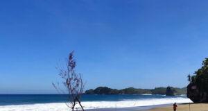 keindahan pantai bajulmati