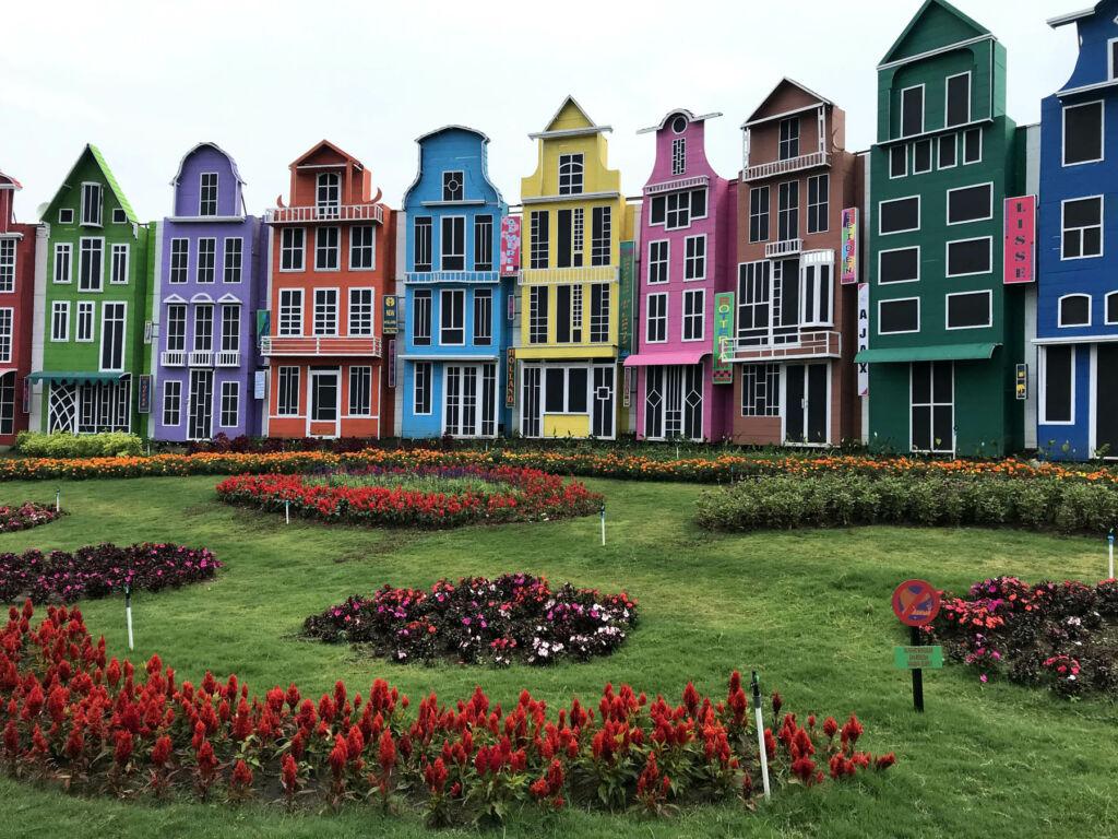 bangunan warna-warni bergaya eropa
