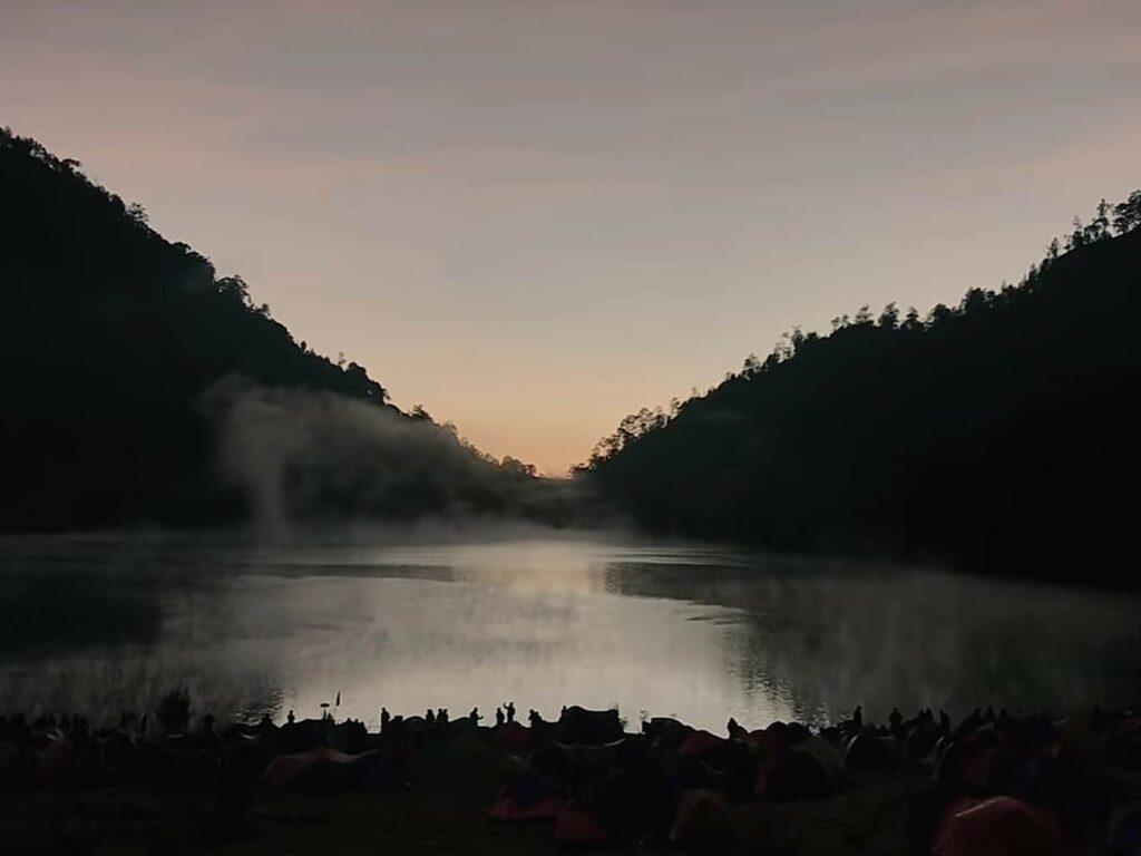 Suasana senja menjelang sunrise di Ranu Kumbolo