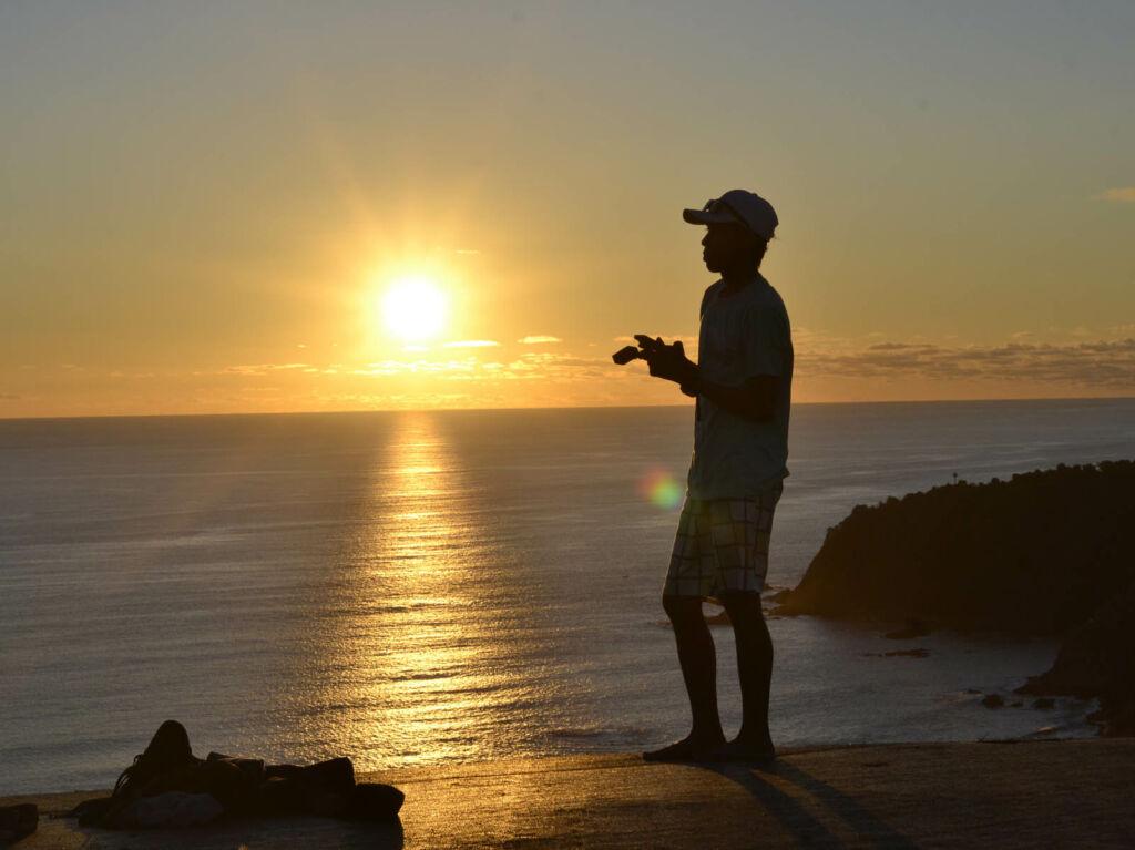 suasana sunset di pantai modangan