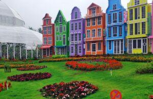 Taman bunga dan spot foto bangunan bergaya eropa di Flora Wisata San Terra