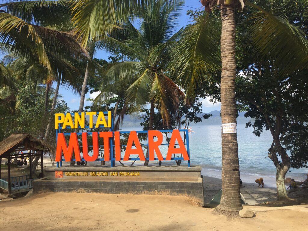 Nama Pantai Mutiara semakin meroket sejak dikunjungi dan dipromosikan oleh mantan menteri kelautan dan perikanan, Ibu Susi Pujiastuti