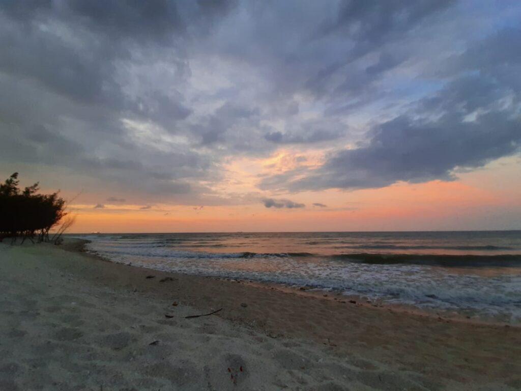 panorama langit senja Pantai Remen