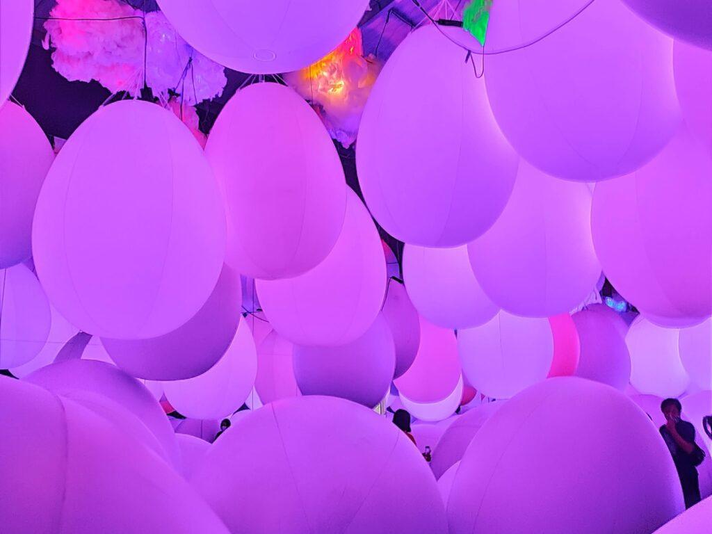cantiknya bola-bola cahaya di Ball Room