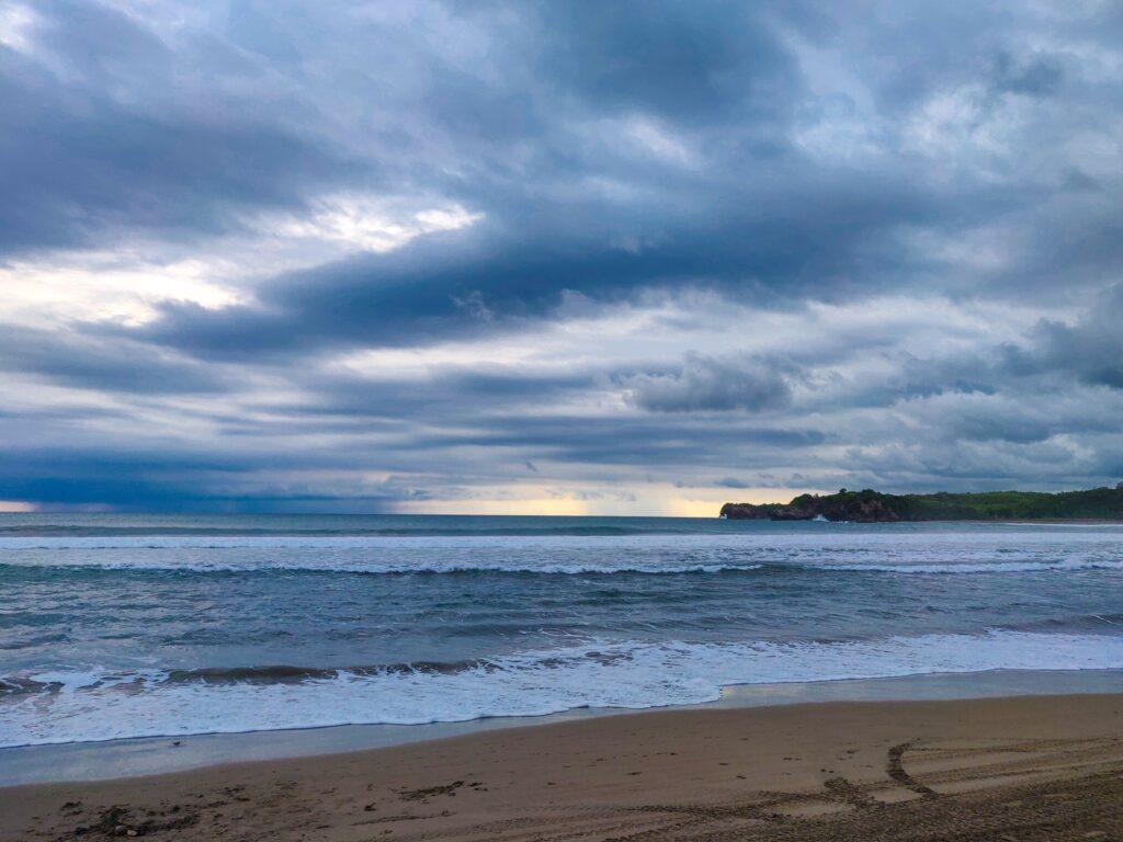 Panorama laut di Pantai Serang, Blitar