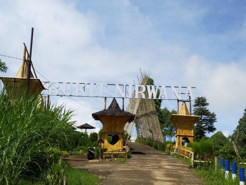 gerbang masuk menuju Bukit Nirwana