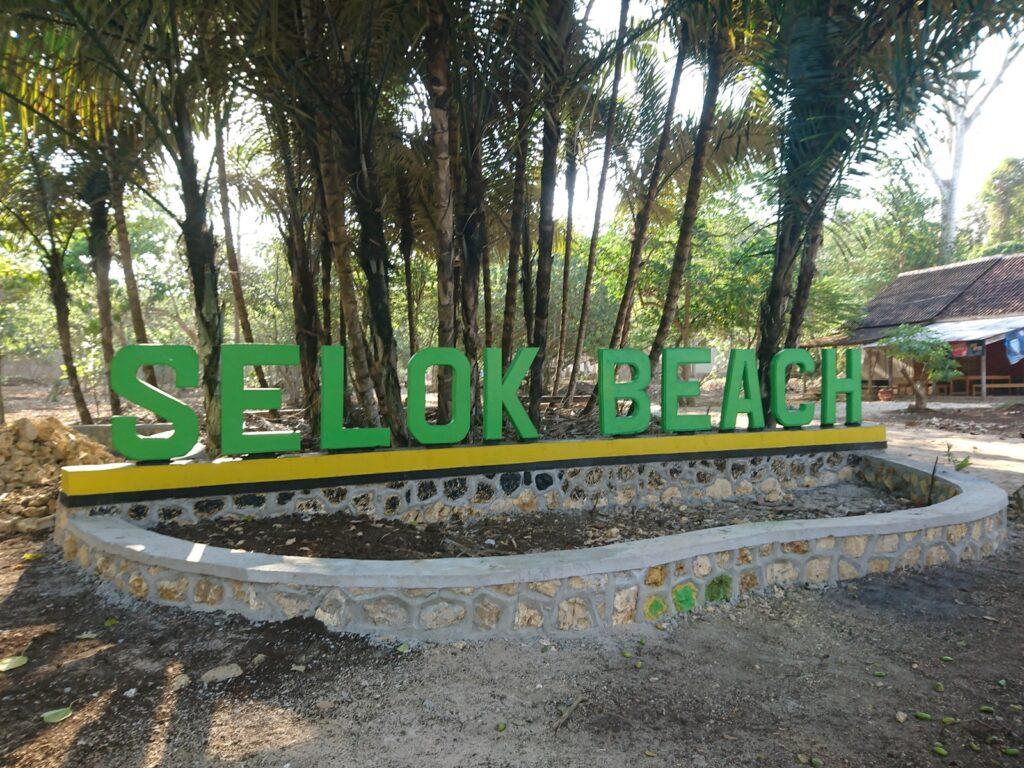 Pantai Selok bertetangga dengan Pantai Banyu Meneng