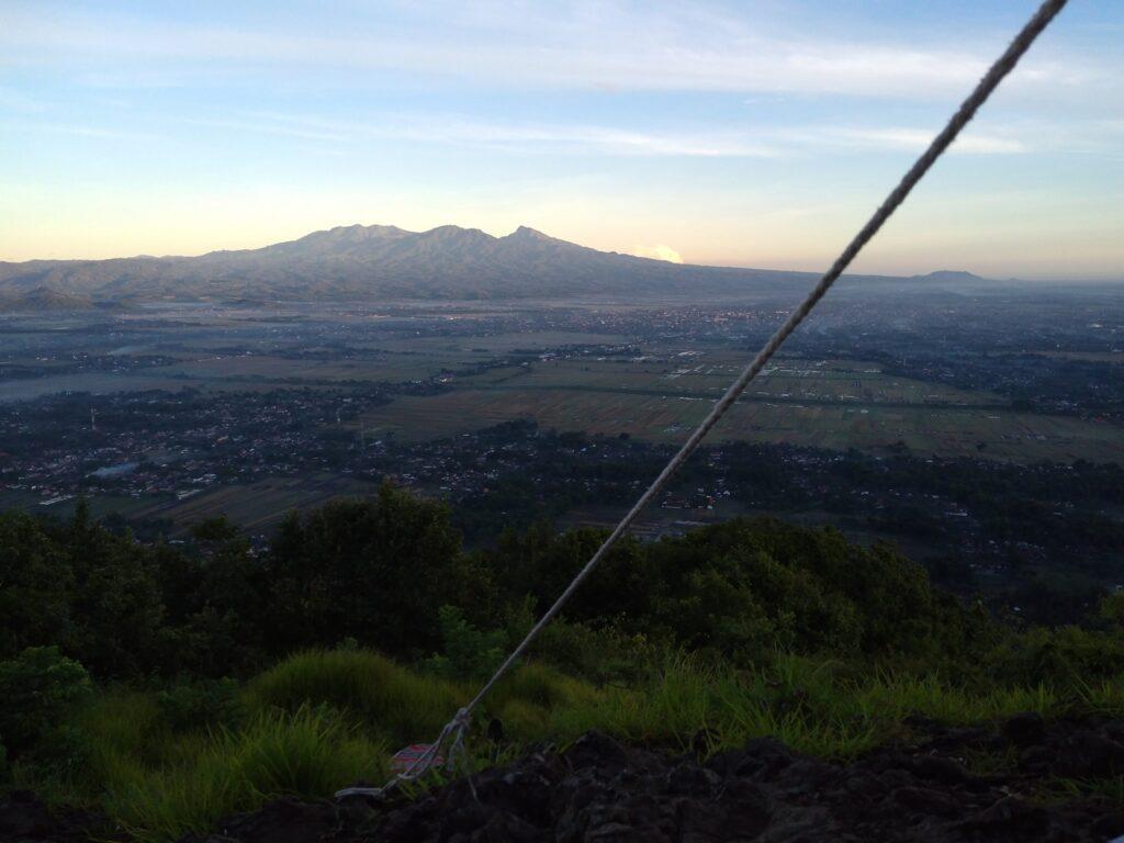 pemandangan Kota Tulungagung yang terlihat dari salah satu puncak Gunung Budheg