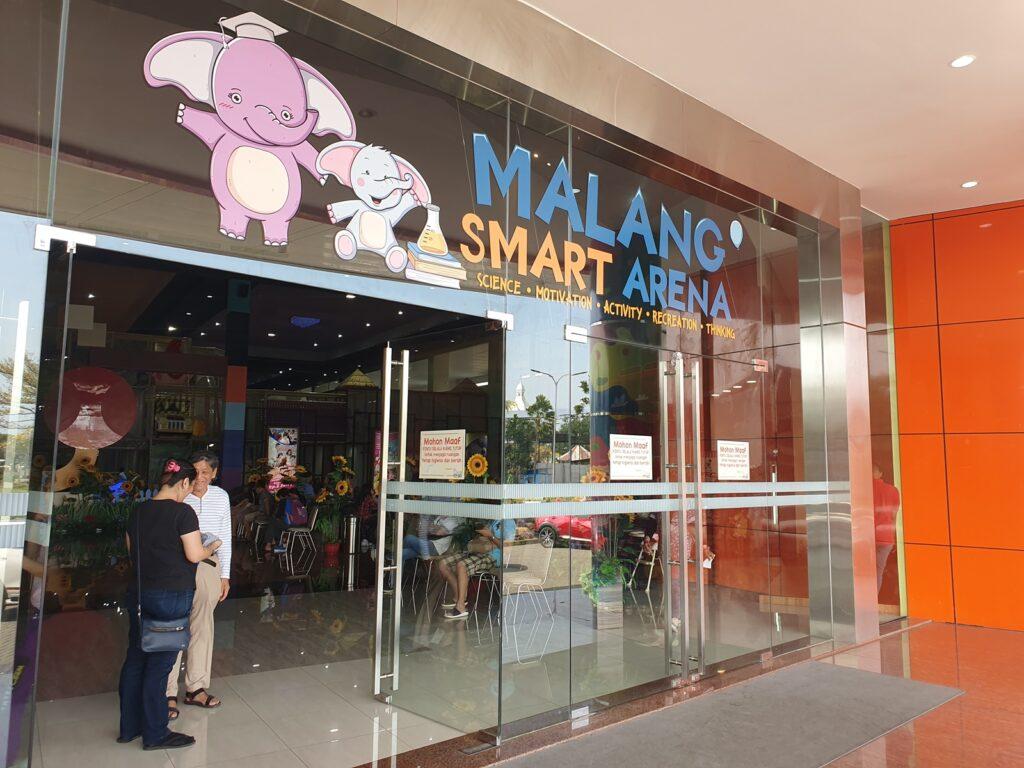 Malang Smart Arena berada di dalam kawasan Komplek Graha Kencana Raya, Malang