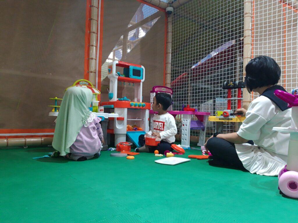 pengunjung balita bisa menikmati permainan di Baby Playzone dengan didampingi orangtua